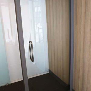 Glazen deuren en wanden
